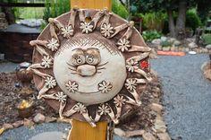 Sluníčko z Vysočiny (A) na obj. Soutache Jewelry, Zentangle, Garden Sculpture, Pergola, Clay, Outdoor Decor, Crafts, Home Decor, Sun
