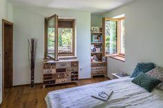 Pretty Bedroom, Bedroom Styles, Natural Materials, Windows, Beauty, Beauty Illustration, Shabby Chic Bedrooms, Ramen, Beautiful Bedrooms