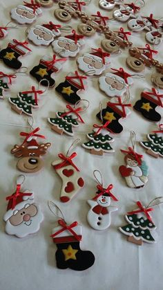 ceramica come mestiere: Decorazioni natalizie per l'albero di Natale. Ceramica smaltata cuerda seca.