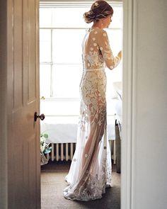 Treasuring each moment #HdeP #HermionedePaula #bridal #weddingdress #embroidery #floral #couture #bespoke #floraldress #elegant #longdress #bridalfashion #bride #bridalembroidery #weddinginspiration