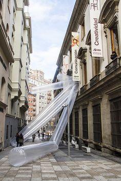 Inflables, intervención urbana en el IED MADRID con Marco Canevacci  http://www.experimenta.es/eventos/inflables-intervencion-urbana-en-el-ied-madrid-con-marco-canevacci/