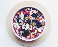 Smoothie Bowl Recipes To Change The Way You Eat Breakfast Blueberry Breakfast, Breakfast Bowls, Breakfast Recipes, Breakfast Healthy, Good Smoothies, Fruit Smoothies, Raw Food Recipes, Healthy Recipes, Healthy Meals