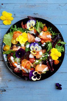 Sugg-r and some Salt: smoked salmon and flowers' summer salad - ensalada de salmón ahumado y flores #ponunaensalada