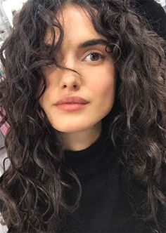 52 highest models in the fashion industry of all time – everything for the best hairstyles – wavy hair naturally Curly Hair Styles, Curly Hair Cuts, Natural Hair Styles, Curly Hair Fringe, Bangs Curly Hair, Round Face Curly Hair, Curly Hair Model, Thin Wavy Hair, Layered Curly Hair