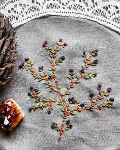 Botanical hand embroidery finished and ready to become a cute little pocket for a dress  I just love to find new ways to express myself through the clothes I make so now you will definetly see more embroidery on Fabula*** #fabulastitches #handembroidery #botanical #floral #linen #embroidered #handmadewithlove #frenchknot #plantembroidery #blooming #stitch