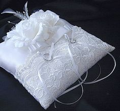 ateliersarah's ring pillow/White lace and roses and ribbon