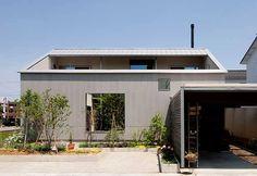 #迴游の住宅 松島健建築師擅長打造迴游空間,暢達的動線連通室內與室外,串接居家空間於無形,讓「伏見台の家」這個案例獲得「石川建築賞」。 via 松島健建築事務所
