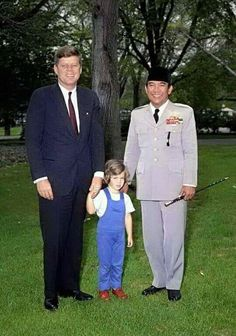 President Soekarno with President John F.  Kennedy and the young Caroline Kennedy in the White House.