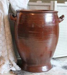 Een hele grote keulse pot met oren. Bij ons werd er zuurkool in gemaakt.