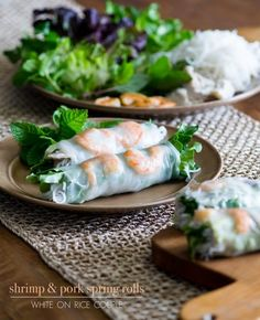 How to make fresh spring rolls or fresh summer rolls with rice paper. Easy recipe for Vietnamese spring rolls, rice paper rolls recipe, summer rolls recipe Vietnamese Pork, Vietnamese Recipes, Asian Recipes, Healthy Recipes, Pork Spring Rolls, Shrimp Spring Rolls, Shrimp Rolls, Vietnamese Fresh Spring Rolls, Seafood Recipes