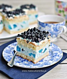 sponge cake with Sweet Desserts, Sweet Recipes, Delicious Desserts, Cookie Recipes, Dessert Recipes, Amazing Food Photography, Pan Sin Gluten, Different Cakes, Polish Recipes