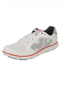 Helly Hansen  Man Ahiga White Sneakers    175,90 лв.  97,90 лв.    Helly Hansen  Код на продукта:  10675-001    Описание на продукта:  Бели спортни обувки с мрежеста материя в същия цвят отгоре, изработени с:  - сиви и перфорирани лога, червени акценти  - заоблен връх  - равна подметка, която не се хлъзга.    Състав:  Външна част: текстил и синтетичен материал  Вътрешна част: текстил  Подметка: синтетичен материал