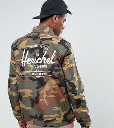 HERSCHEL SUPPLY CO HERSCHEL VOYAGE PACKABLE COACH JACKET BACK LOGO PRINT IN WOODLAND CAMO UK EXCLUSIVE - GREEN. #herschelsupplyco #cloth #