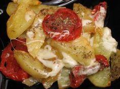 Cartofi cu roşii şi mozzarella Romanian Food, Mozzarella, Veggies, Vegan, Cooking, Drinks, Kitchen, Drinking, Vegetable Recipes
