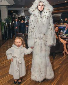 #motheranddaughter #furfashion #furlovers #furcoat #fashionphotography #annekiz #kürk #kidsfashion #çocukmodası #fourrure #детскаямода #шуба #мамаидочка