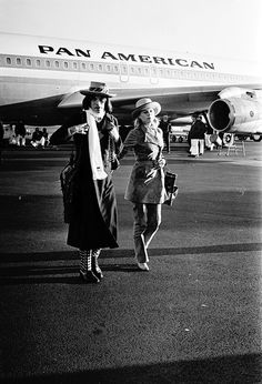Marianne Faithfull and Mick Jagger arriving in Australia via Pan Am ▹ 1969 ▹ Photo by Rice/Sydney Morning Herald | rock n roll | travel | VIP | hot lips | the rolling stones | 1960s | music | iconic |
