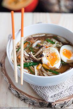 Miso Ramen d'automne (champignons, poireau, potimarron, oeuf) Fall Recipes, Healthy Recipes, Ramen Bowl, Body Treatments, Tofu, The Cure, Cooking, Ethnic Recipes, Yum Yum