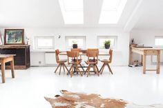Wnętrze dnia: świetlisty, biały loft