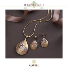 We heart your compassion and your style so agile. Make all your looks click with Bombay Chic Jewelry Show, Heart Jewelry, Gold Wedding Jewelry, Gold Jewelry, Manubhai Jewellers, Pearl Necklace Designs, Locket Design, Gold Pendants, Gold Jewellery Design