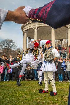 Tsamikos Greek Dance from Peloponnese Greek Men, Greek Life, Greek Dancing, Greek Independence, Mykonos, Empire Ottoman, Greek Warrior, Art Populaire, Tribal Dance