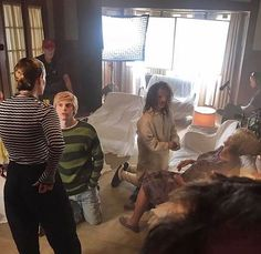 Behind the scenes of AHS Apocalypse Ahs Cast, American Horror Story Seasons, Anthology Series, Horror Movie Posters, Evan Peters, Girl Pictures, Girl Pics, Feeling Happy, Horror Stories