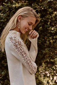 Laced Funnelneck Pullover I love this romantic bell sleeve laced jumper. Elle Blogs, Everyday Fashion, Womens Fashion, Fashion Trends, Fashion Inspiration, Anthropologie, Sweaters For Women, Pullover, My Style