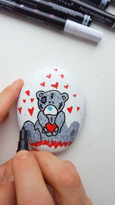 Amazing and cute teddy bear painted on the rock with Artistro acrylic markers. - Amazing and cute teddy bear painted on the rock with Artistro acrylic markers. Pebble Painting, Pebble Art, Stone Painting, Body Painting, Paint Pens For Rocks, Painted Rocks Craft, Painted Stones, Painted Pebbles, Hand Painted