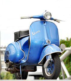 Vespa Oldtimer Fotograf Berlin Piaggio Vespa, Lambretta Scooter, Vespa Scooters, Vespa 150, Vespa Motorcycle, Moto Bike, Vintage Vespa, Triumph Motorcycles, Ducati