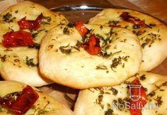 Lapos kenyér aszalt parival és fokhagymával Hungarian Recipes, Bagel, Scones, Potatoes, Vegetables, Breads, Food, Potato, Hoods