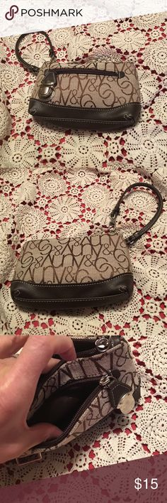 New York & Co wristlet NWOT wristlet with front zipper clip pocket.  Very cute New York & Company Bags Clutches & Wristlets