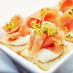 Canapé de salmão defumado com sour cream