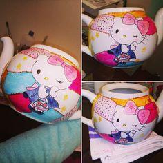 Tetera de té hello Kitti 🐱 Mugs, Tableware, Tea Pots, Dinnerware, Cups, Dishes, Mug, Tumbler