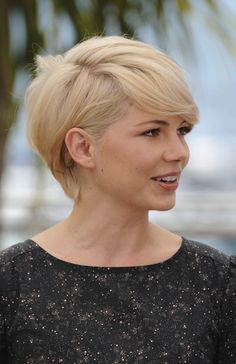 30/09/2013 Charlotta showed a pic of Michelle Williams hair, she wanted a thick side swept fringe like the picture but Charlotta just needed to grow it out a little to achieve this