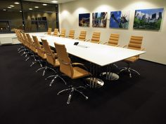 MØTE/KONFERANSE. Vi tilpasser og lager det møtebordet som er perfekt nettopp for ditt kontor. Ida videokonferansebord er flaggskipet av styreroms- og møteromsbordene. Bordet hviler på Ida søyler. Søylene kan oppgraderes til krom som gi et enda flottere uttrykk.