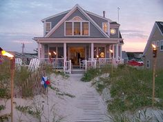 DREAM HOUSE Day At The Beach ~ Summer Serenity. Great vacation home on the beach in East Sandwich, Massachusetts. Coastal Cottage, Coastal Homes, Beach Homes, Cottages By The Sea, Beach Cottages, Estilo Cape Cod, Cape Cod Vacation Rentals, Dream Beach Houses, Beach House Decor