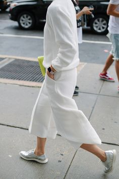 They Are Wearing: New York Fashion Week Spring 2016 - Women's style: Patterns of sustainability Street Style Outfits, Looks Street Style, Mode Outfits, Looks Style, Street Style Women, Casual Outfits, Street Styles, Fashion Outfits, Minimal Fashion