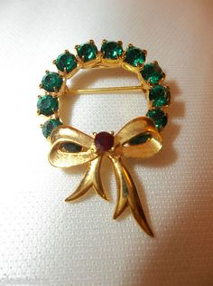Vintage EISENBERG Rhinestone Wreath Christmas Brooch