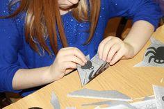 Pani Jolanta Makieła ze Szkoły Podstawowej nr 3 w Będzinie zachęciła uczniów do zgłębiania geometrii przestrzennej. Wykorzystując program komputerowy Poly32 uczniowie poznali bryły platońskie. Zespoły uczniowskie z otrzymanych plansz z siatkami musieli złożyć różne bryły. Chcecie sprawdzić, jak uczniowie poradzili sobie z zadaniem? Zapraszamy do opisu. http://szkolazklasa2013.ceo.nq.pl/dokument_widok?id=3389