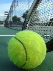 Fijn om in mijn vrije tijd een partijtje te tennissen. Lekker buiten bezig zijn. Maar ook wandelen doe ik met veel plezier.