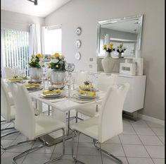 Home Wedding Decorations, Table Decorations, Dinner Room, City Furniture, Interior Stylist, Tablescapes, Tea Lights, Home Goods, Diningroom Decor
