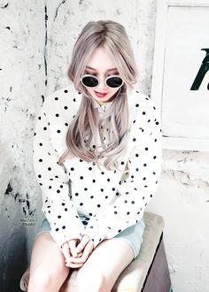 Mu Ni and her silver/grey hair Grey White Hair, Silver Grey Hair, Gyaru Fashion, Fashion Outfits, Love Fashion, Korean Fashion, Ulzzang Hair, Cute Korean Girl, Fashion Wallpaper