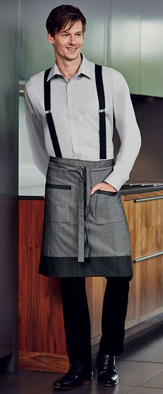 A la fois décontracté et élégant et pour une fois, le mannequin n'est pas looké 100 % Hipster ! Simon Jersey denim apron £10.79 // Waiter apron, waitress apron, housekeeping apron, bar apron, hospitality uniform, waiting uniform, bar uniform, denim apron