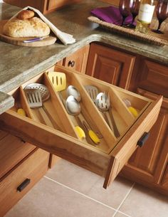 Great Kitchen Drawers organizing plans! Store kitchen utensils. Kitchen storage solutions.
