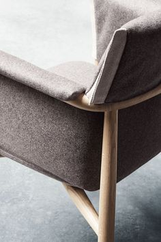 Renowned Austrian design trio EOOS and Carl Hansen & Son have collaborated to create the Embrace Chair, a reinterpretation of a classic dining chair canstand alone as a work of art. Martin Ber…