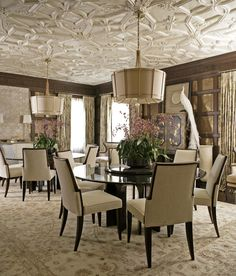 The endlessly elegant Dining Room was designed by Jeffrey Muse for the 2013 Adamsleigh Showhouse - Traditional Home®  Photo: John Bessler Sponsored by Baker Furniture