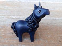 Black Unicorn: Handmade miniature polymer clay por AnimalitoClay