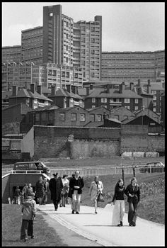 Old Photos For No Reason Whatsoever Sheffield Pubs, Sheffield England, Council Estate, Council House, 1960s Britain, Great Britain, Anime Pixel Art, Slums, Places Of Interest