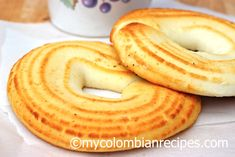 This is one of my favorite Colombian snacks. I'm just pleased that I no longer have to go to Colombia to eat this delicious and traditional Pan de Queso. Colombian Dishes, My Colombian Recipes, Colombian Cuisine, Colombian Desserts, Columbian Recipes, Kitchen Recipes, Cooking Recipes, Best Bread Recipe, Pan Bread
