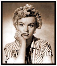Marilyn Monroe, 1952. Ella tenia unos grandes y bellos ojos azul verdoso, cuando los abria era como si el lugar se iluminara.