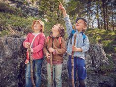Pobyt venku má pro dospělé i děti spoustu přínosů - od eliminace stresu až po lepší spánek. Pokud hledáte inspiraci na venkovní aktivity s dětmi, přinášíme vám tipy na společné hry nebo vyrábění v lese, na louce, u vody nebo třeba na zahradě. Outdoor Activities, Vest, Couple Photos, Couples, Jackets, Fashion, Couple Pics, Down Jackets, Moda